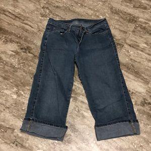 Size 12 below knee Capri Jean